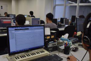なぜカラオケはCDリリース日から歌えるのか?Digital Performerでの打ち込みが支える通信カラオケの世界