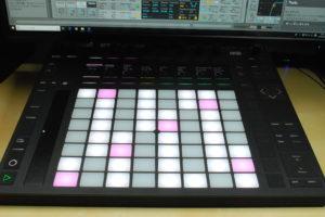 Live 10をエンジンに利用し、指先操作だけで音楽制作ができるPush 2の世界